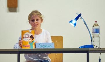 """Die spätere Siegerin Sophia liest aus """"Das verdrehte Leben der Amélie"""""""