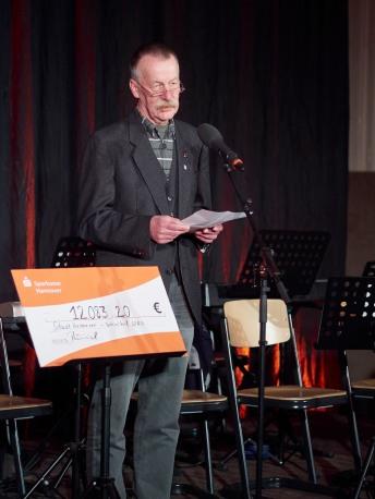 Bezirksbürgermeister Lothar Pollähne erinnert an Wilhelm-Raabe.